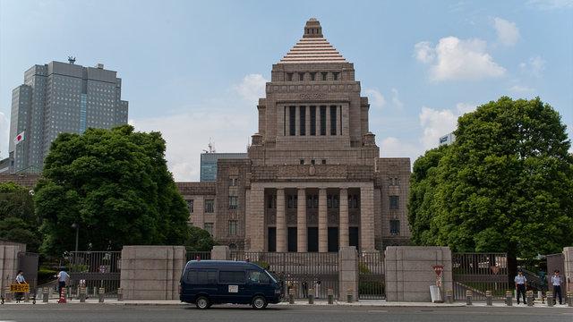 Harakiri vor dem Parlament