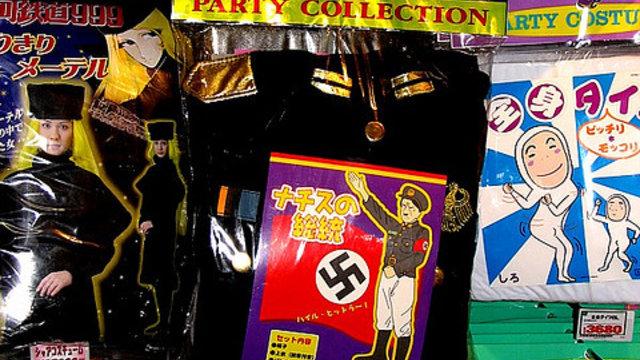 Ein Nazi-Kostüm zu Weihnachten