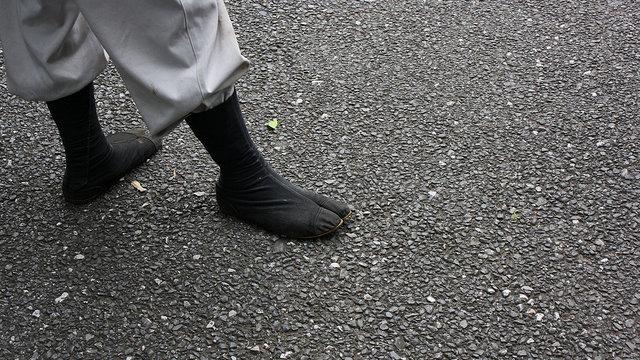 Gespaltene Schuhe