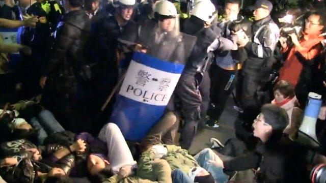 Strassenkampf beim Regierungssitz