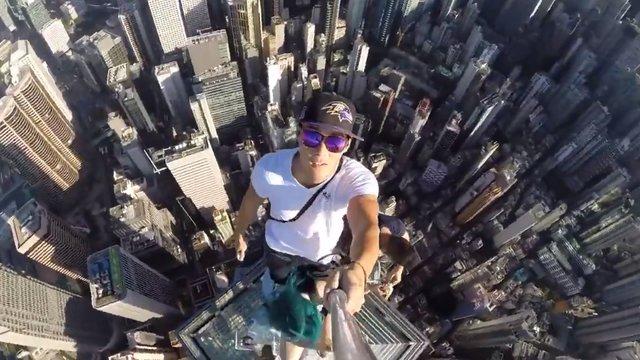 Ein Selfie auf die Spitze getrieben