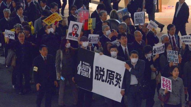 Der Protestmarsch im Anzug