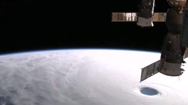 Ein Taifun von oben betrachtet