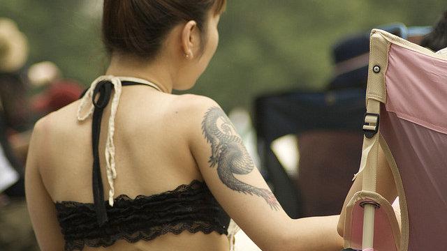 Die Frage nach dem Tattoo