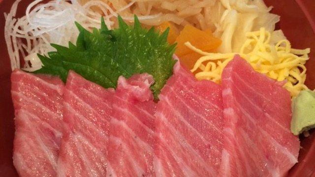 Eine Uni mit einem Sushi-Lokal