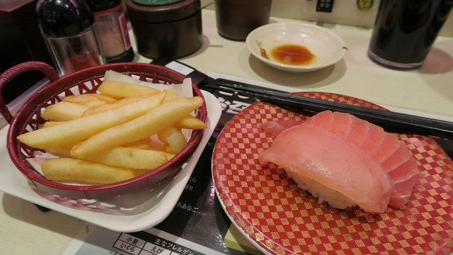 Pommes mit Soba und Sushi
