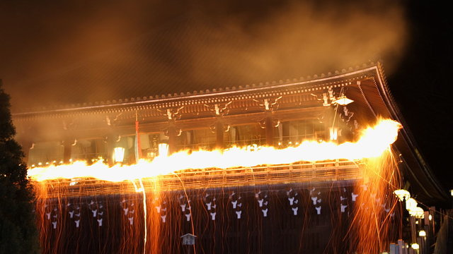 Feuer im Tempel
