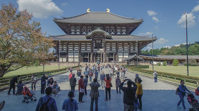 Nara entdeckt die LGBT-Gemeinde