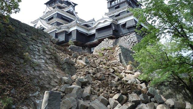 Der Wiederaufbau einer Burg