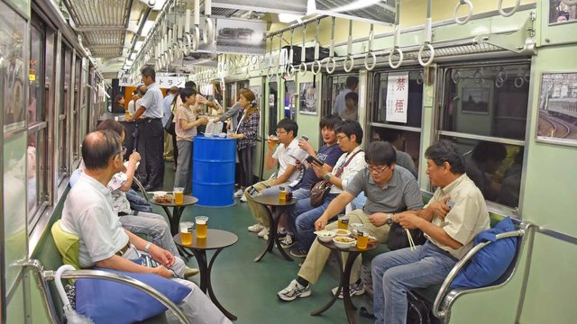Die Popup-Kneipe im Zug
