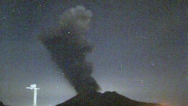 Der Vulkanausbruch vor der Stadt