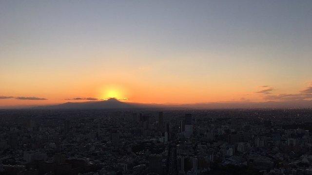Der Diamanten-Fuji über Tokio