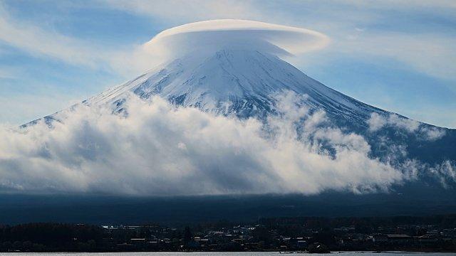Der Wolkenhut über dem Fuji