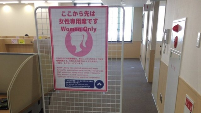 Frauenabteil in der Universität