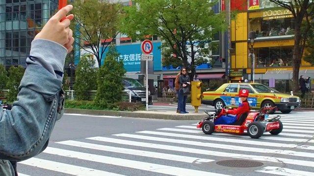 Mit dem Mario Kart durch Tokio