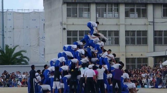 Japans Menschenpyramiden