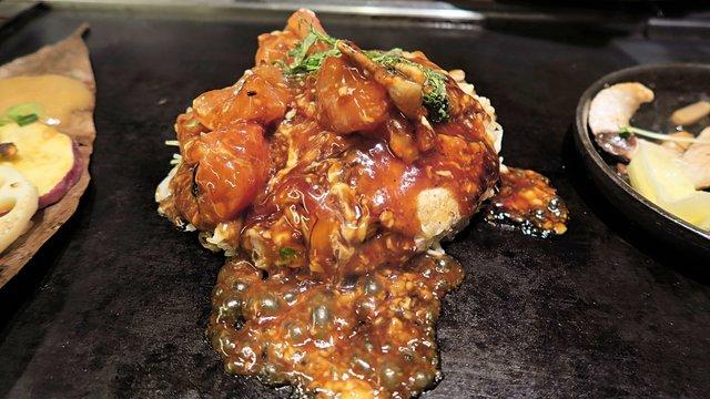 Ein Tomaten-Okonomiyaki in Osaka
