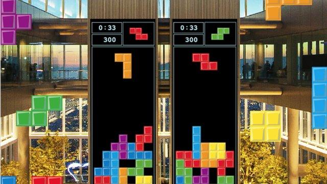 Das gigantische Tetris-Spiel im Himmel über Osaka