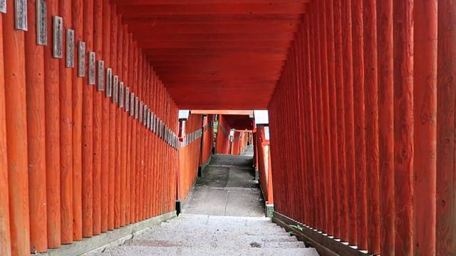 Den Schrein der 1000 Tore gibt es nicht nur in Kyoto