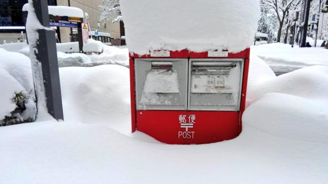 Eine Stadt versinkt im Schnee