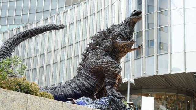Die Stadt der Godzilla-Statuen