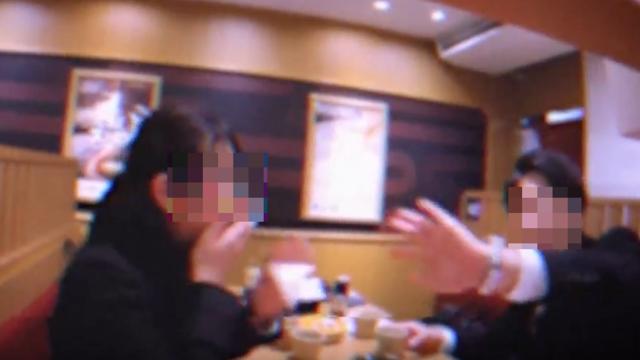 Verbotene Aufnahmen auf dem Sushi-Förderband