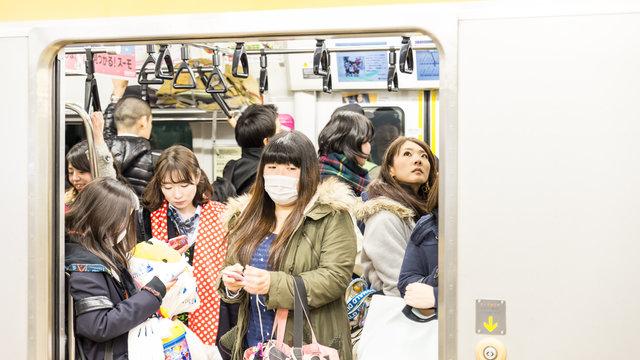 Die 10 schlechtesten Manieren in Japans Zügen