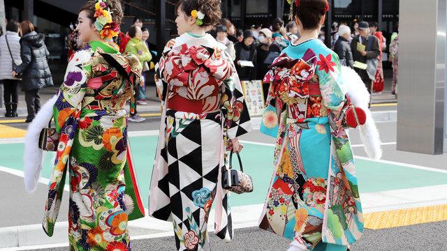Im Kimono die Volljährigkeit feiern