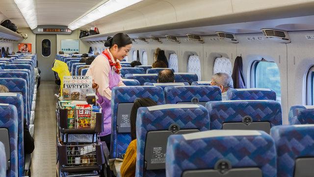 Obento, Schnitzel-Sandwich und Snacks: Die Shinkansen-Minibar