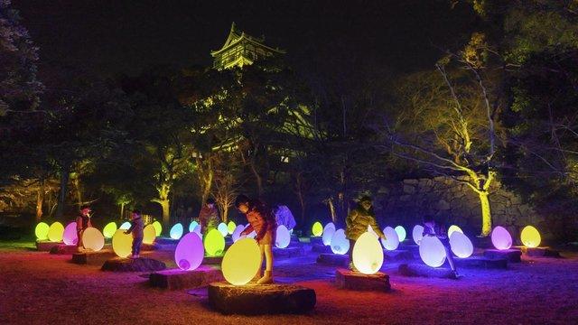 Digitale Kunst in der Burganlage von Hiroshima