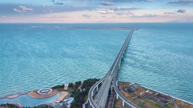 Osakas Brücke zur Welt ist wiederhergestellt