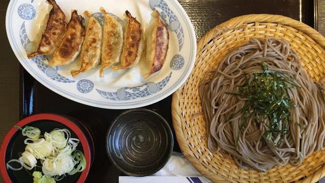 Soba mit Gyoza, Japans Manneken Pis und legendäre Quartiere in Tokio