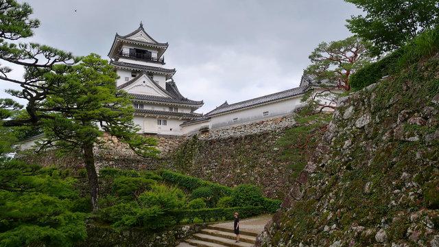Die letzten 12 Originalburgen, ein schwimmendes Ryokan & eine Zeitreise