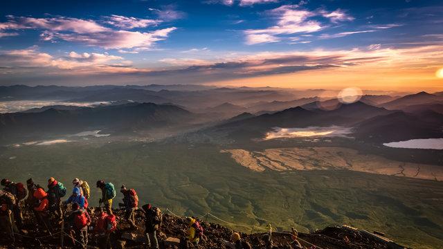 Fuji-Eröffnung: 300 Meter vor dem Gipfel ist Schluss