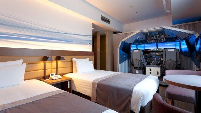 Haneda: Ein Hotelzimmer mit Flugsimulator