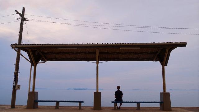 Shimonada: Der einsame Bahnhof am Meer