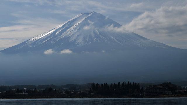Die erste Schneekrone auf dem Fuji