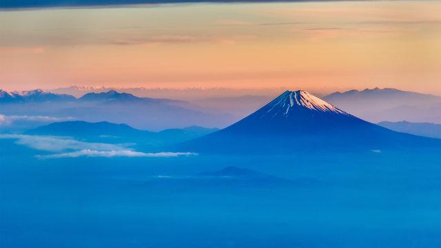 Der Sonnenaufgang und der Fuji: Der begehrte Neujahrsflug