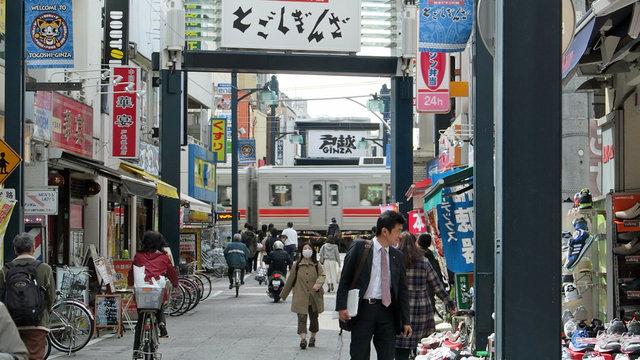Tokios längste Einkaufsstrasse