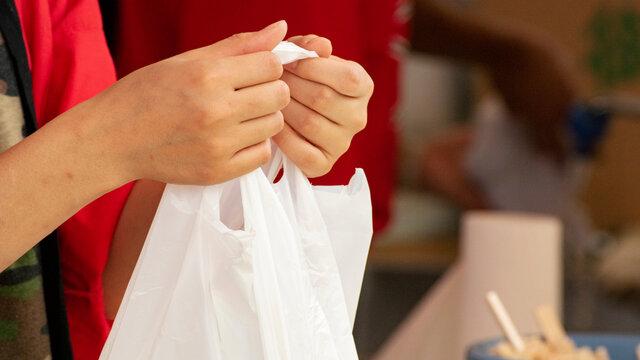 Die kostenpflichtige Plastiktüte: Ein Monat danach