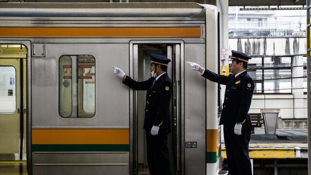 «Shisa Kanko»: Die Dirigenten in Japans Bahnhöfen