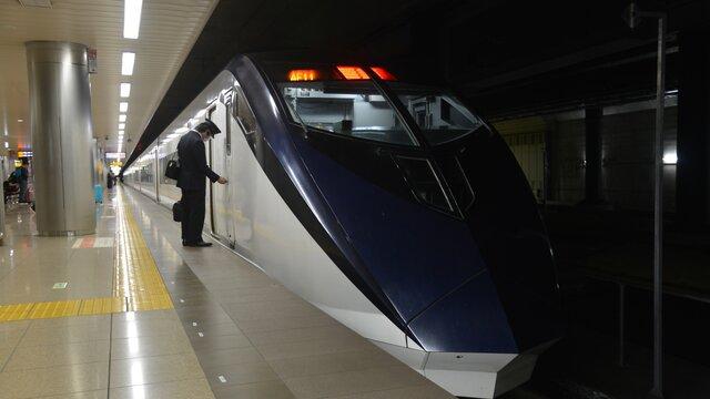 Mit dem Skyliner von Narita nach Tokio
