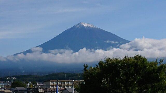 Der frühe erste Schnee auf dem Fuji