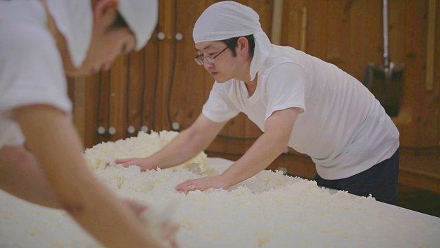 Eine japanische Sake-Brauerei unterwegs in der Schweiz