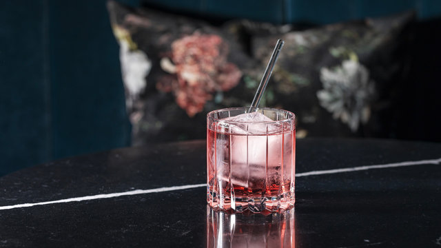 shizuku-Cocktails in der Bar am Wasser beim Zürcher Bürkliplatz
